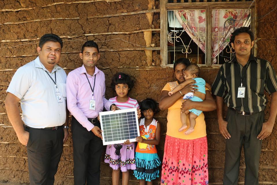 සමාජසත්කාර කණ්ඩායම ෆේස්බුක් මිතුරන්ගේ උදව්වෙන් ඔක්කම්පිටිය අන්ත අසරණ පවුල්4ට Solar Panel මගින් විදුලිය ලබාදුන්නා