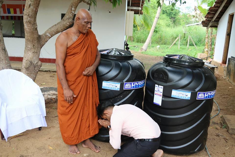 ලොකු අම්මාට පිං පිණිස පන්සලකට ජල ටැංකි 2ක් පූජා කල M. සුජානි අක්කා | Donating Water Tanks (Project 02)
